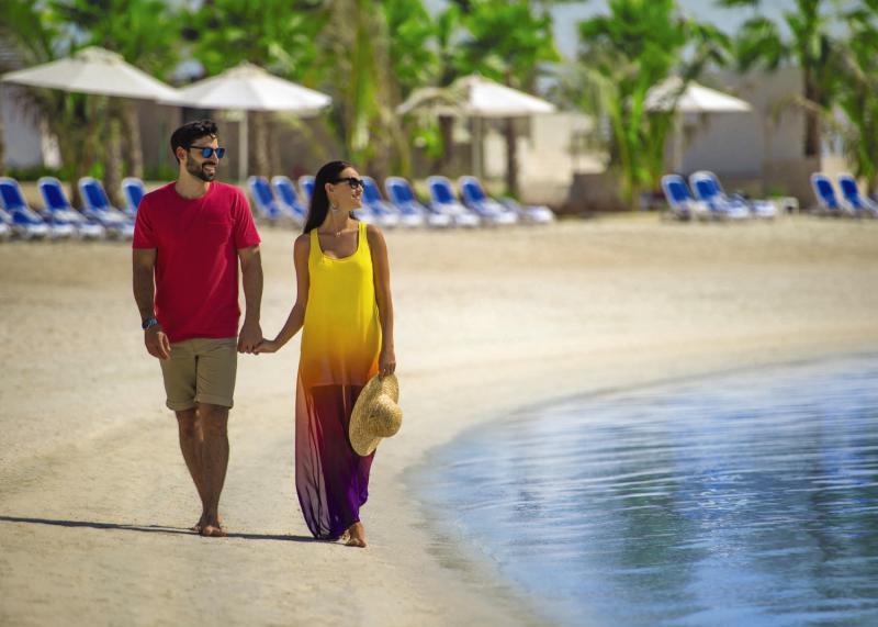 The Bay Club - DoubleTree by Hilton Resort & Spa Marjan IslandStrand