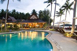 Kanok Buri Resort,