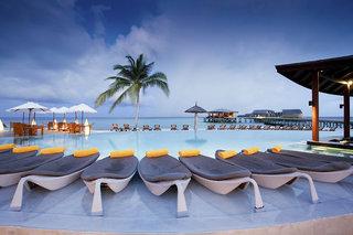 Hotel Centara Ras Fushi Resort & Spa Pool