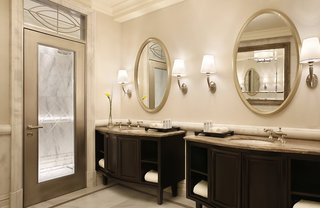 Hotel Habtoor Palace, LXR Hotels & ResortsBadezimmer