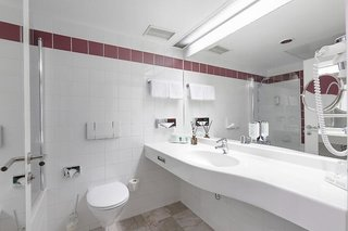 Hotel Arcotel Wimberger Badezimmer