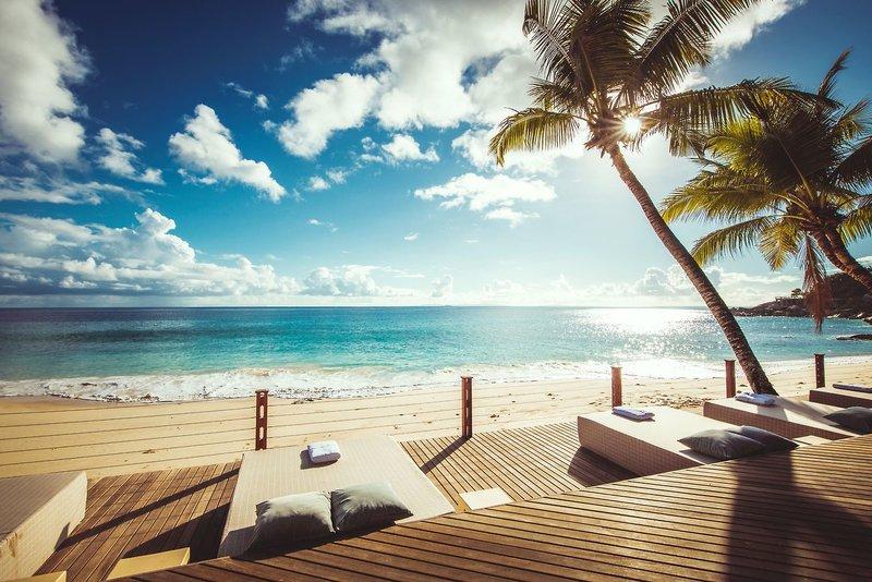 Carana Beach Hotel - 8 Popup navigation