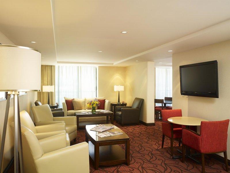 Sheraton Vancouver Airport Hotel Bar