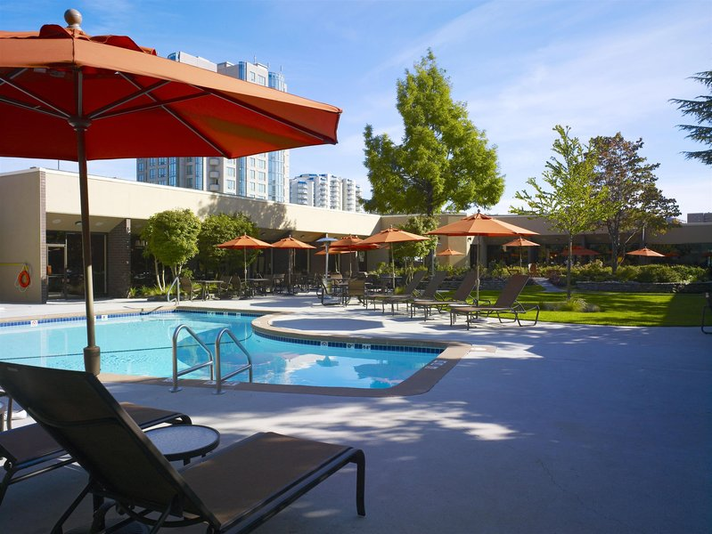 Sheraton Vancouver Airport Hotel Pool