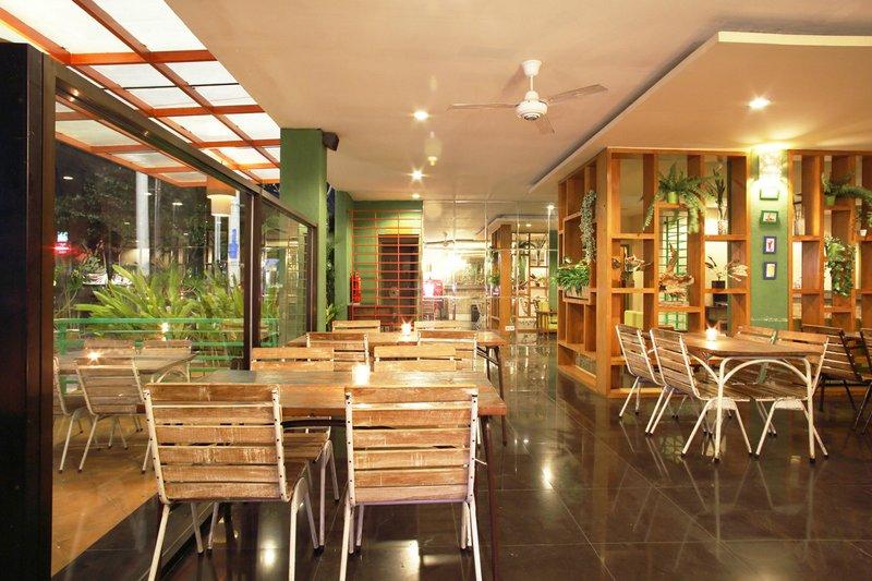 Spazzio Bali Hotel Restaurant