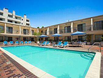Days Inn Hollywood Near Universal Studio Pool