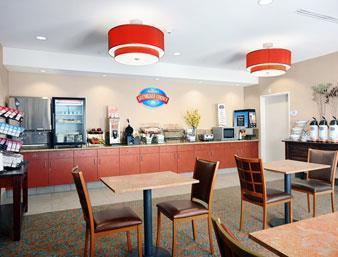 Baymont Inn & Suites Denver International Airport Frühstücksraum