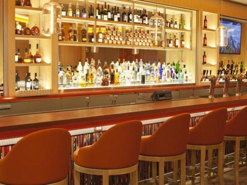 Hotel Irvine Bar