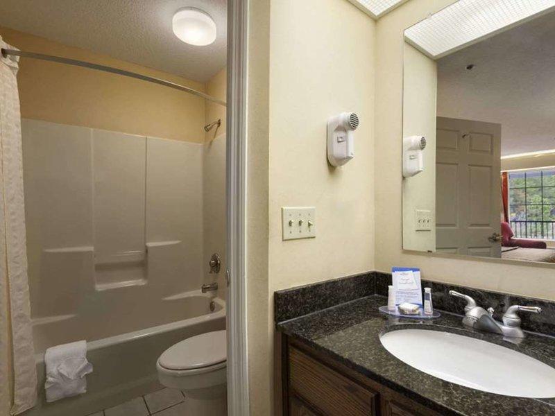 Baymont Inn & Suites Dublin Badezimmer