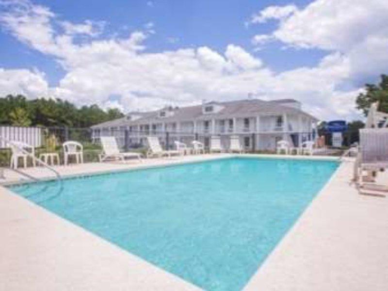 Baymont Inn & Suites Dublin Pool