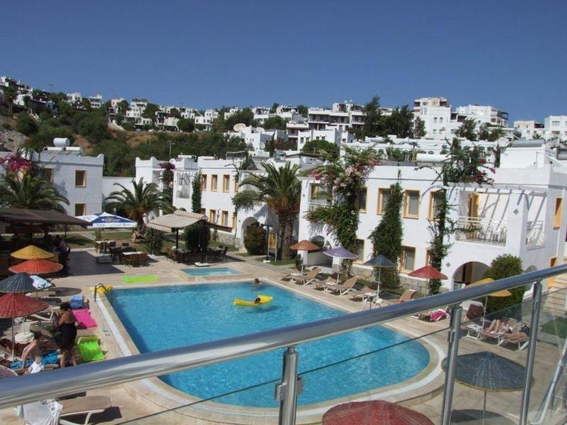 Paradise Apart Hotel Pool