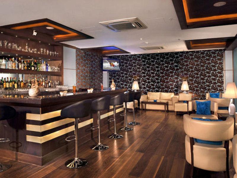 Country Inn & Suites by Carlson Gurgaon Sector 12 Bar