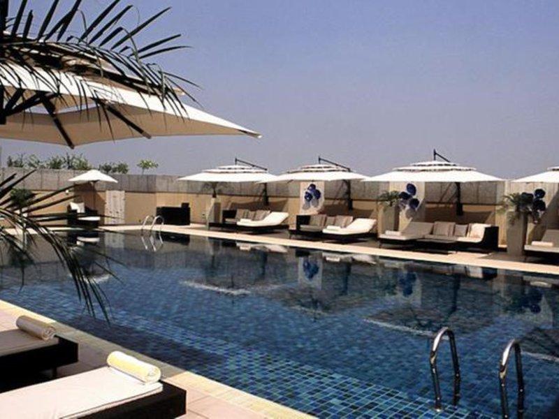 Svelte Hotel & Suites Pool