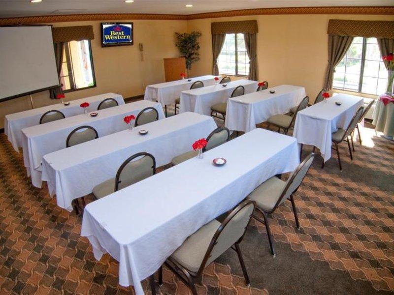Best Western Plus Raffles Inn & Suites Konferenzraum
