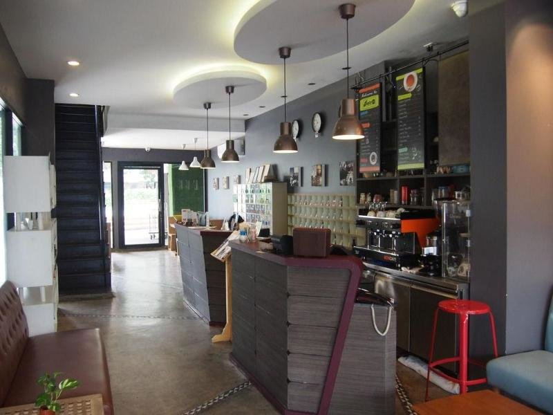 RetrOasis Hotel Bar