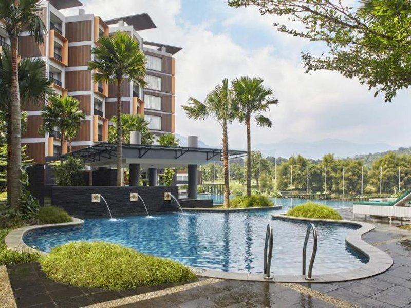Aston Sentul Lake Resort & Conference Center Pool