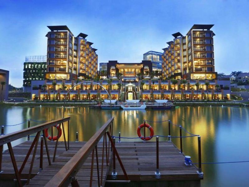 Aston Sentul Lake Resort & Conference Center Außenaufnahme