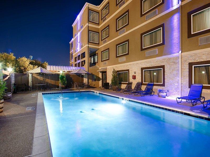 Best Western Plus Arlington North Hotel & Suites Pool