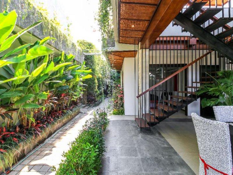 ALeesha Villas & Suites Garten