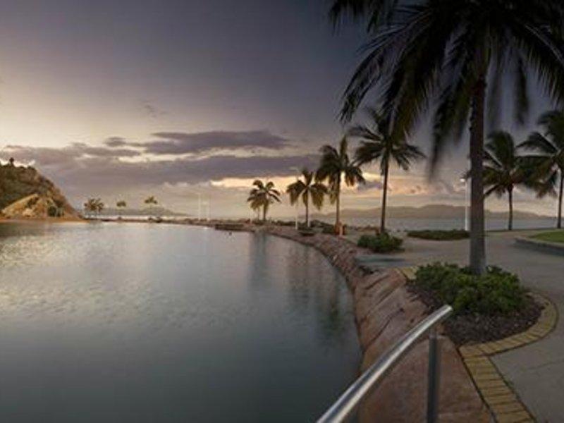 Oaks Gateway Suites  Pool