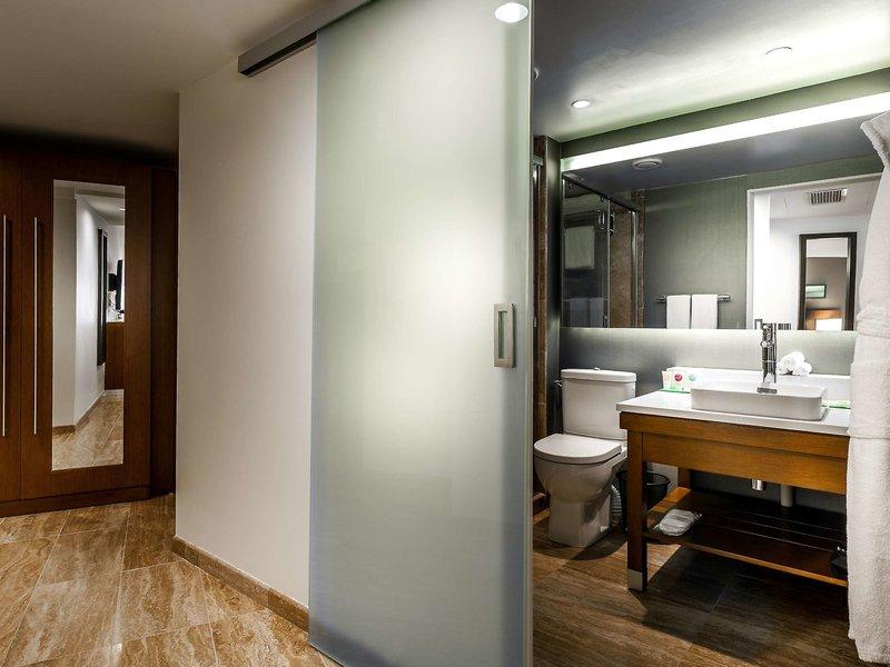 Hyatt Place Yerewan Badezimmer