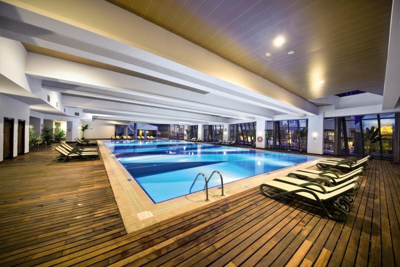 Limak Lara de Luxe & ResortHallenbad