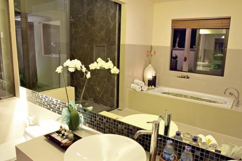 Kamuela Villas & Suites Sanur Badezimmer