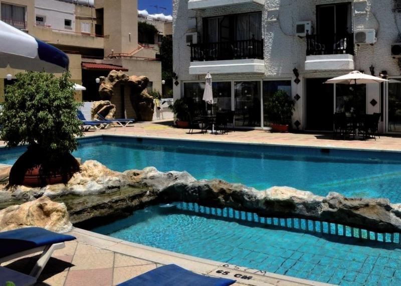 Larco Hotel & Apartment Pool