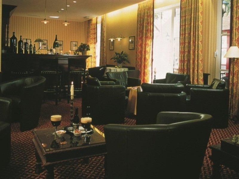 Hotel Acacia Bar