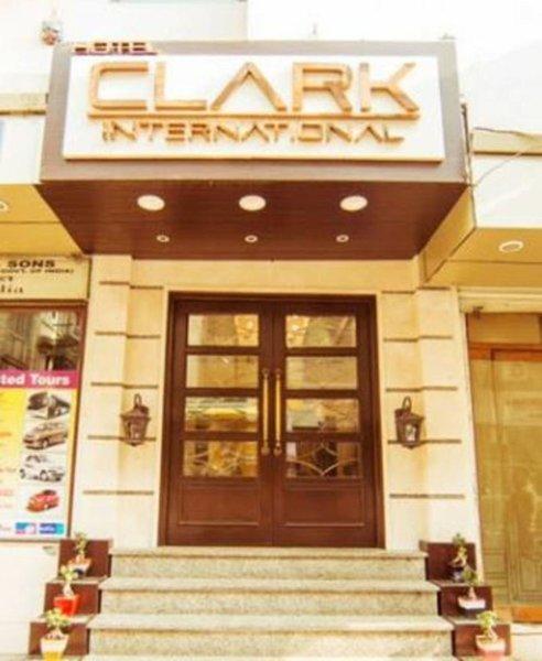 Clark International Modellaufnahme