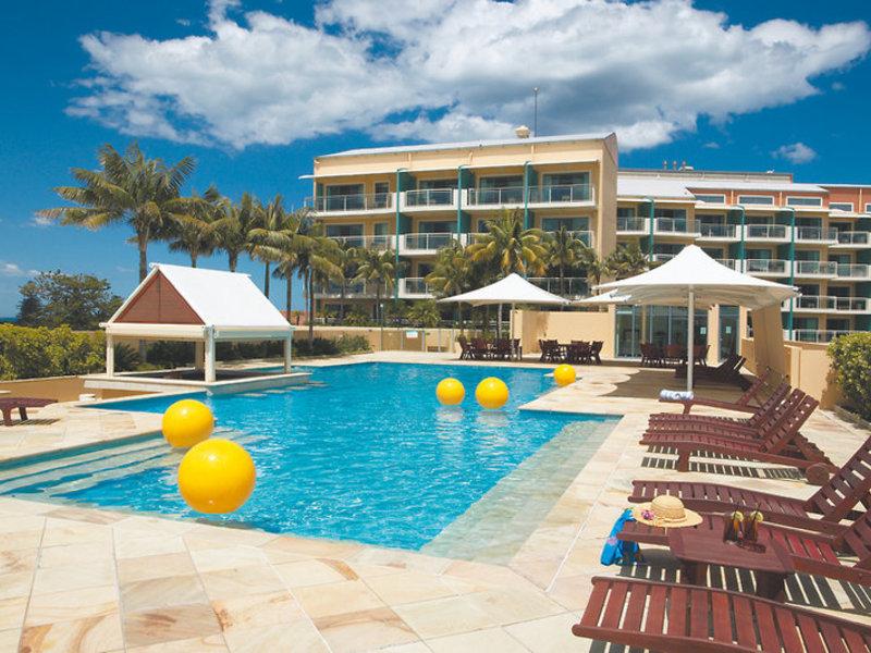 Oaks Waterfront Pool