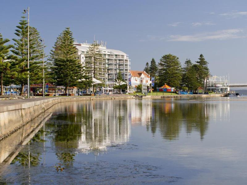 Oaks Waterfront Strand