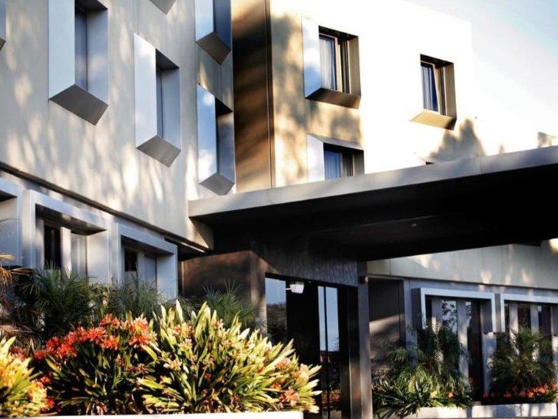 Golden Pebble Hotel Außenaufnahme