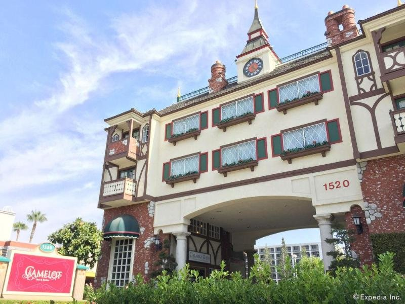 Anaheim Camelot Inn & Suites Außenaufnahme