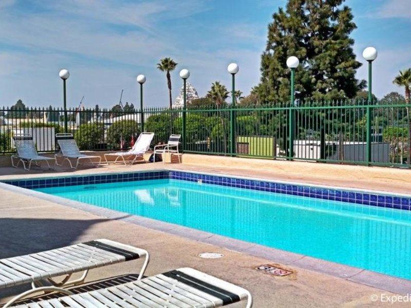 Anaheim Camelot Inn & Suites Pool