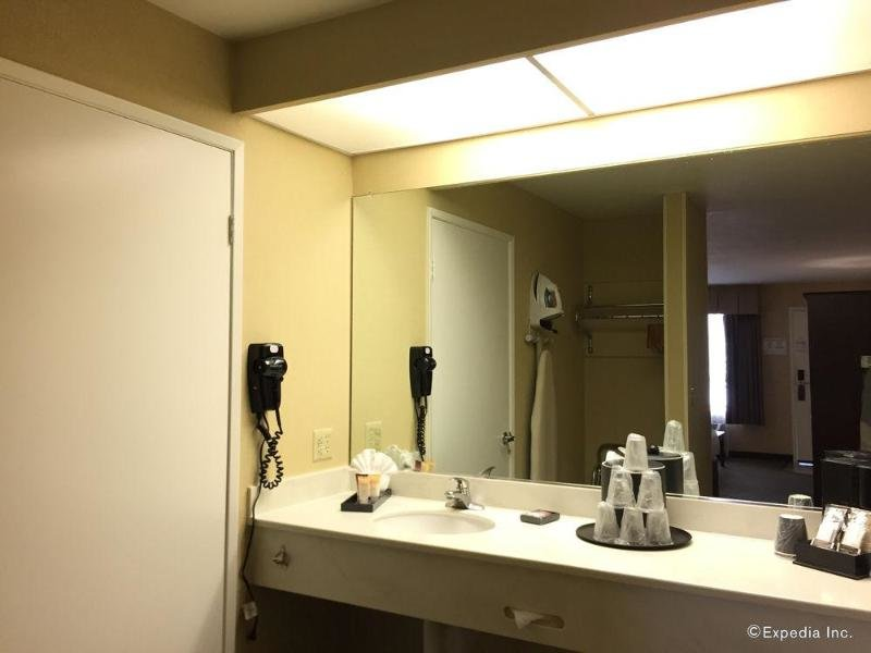 Anaheim Camelot Inn & Suites Wohnbeispiel