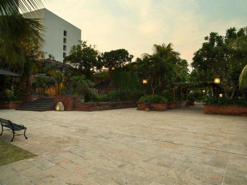 Bumi Surabaya City Resort Außenaufnahme
