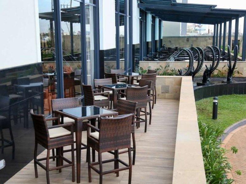 Hilton Garden Inn Nairobi Airport Terrasse