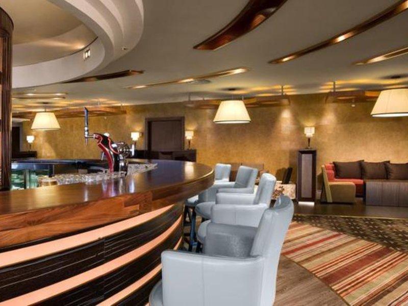 Dan Panorama Bar