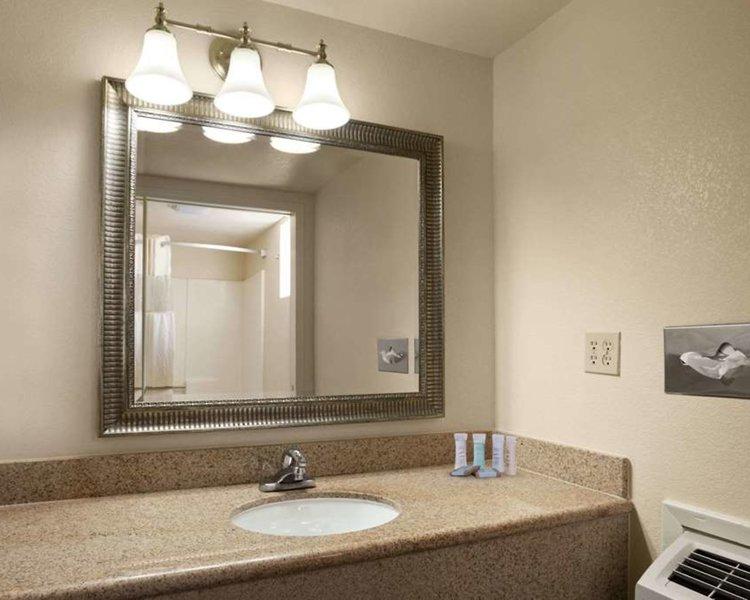 Travelodge Holbrook Badezimmer