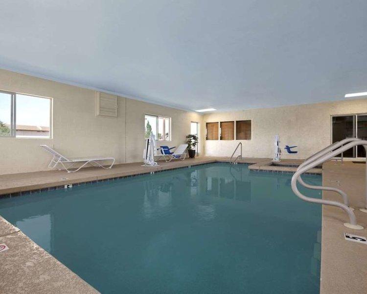 Travelodge Holbrook Pool