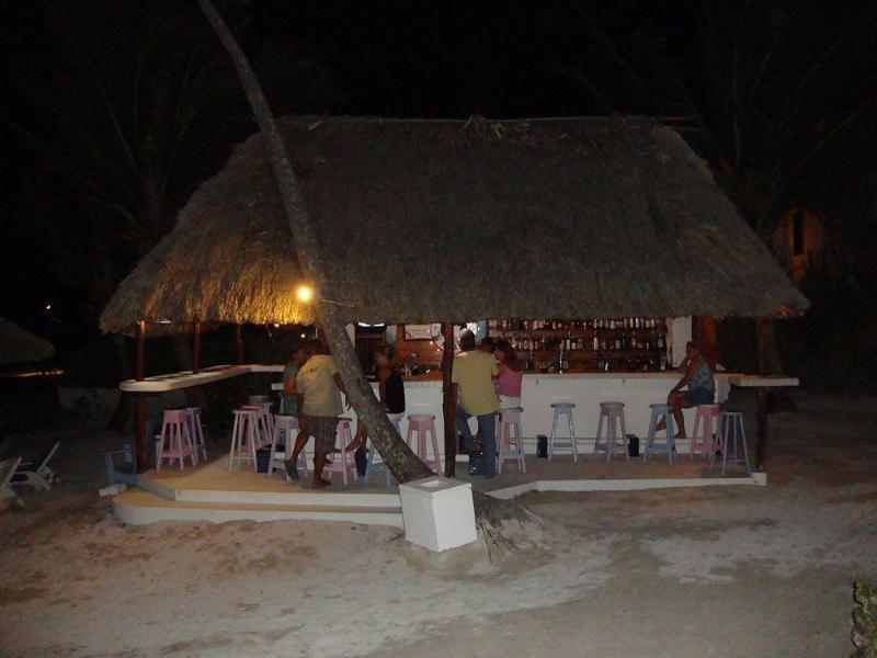 Mata Rocks Resort Bar