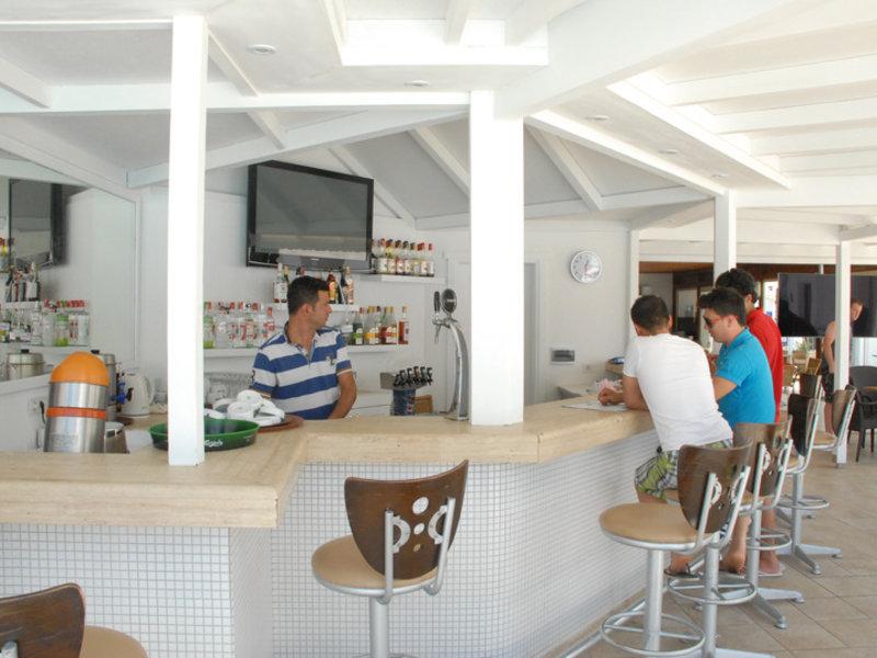 Costa Queen Resort Bar