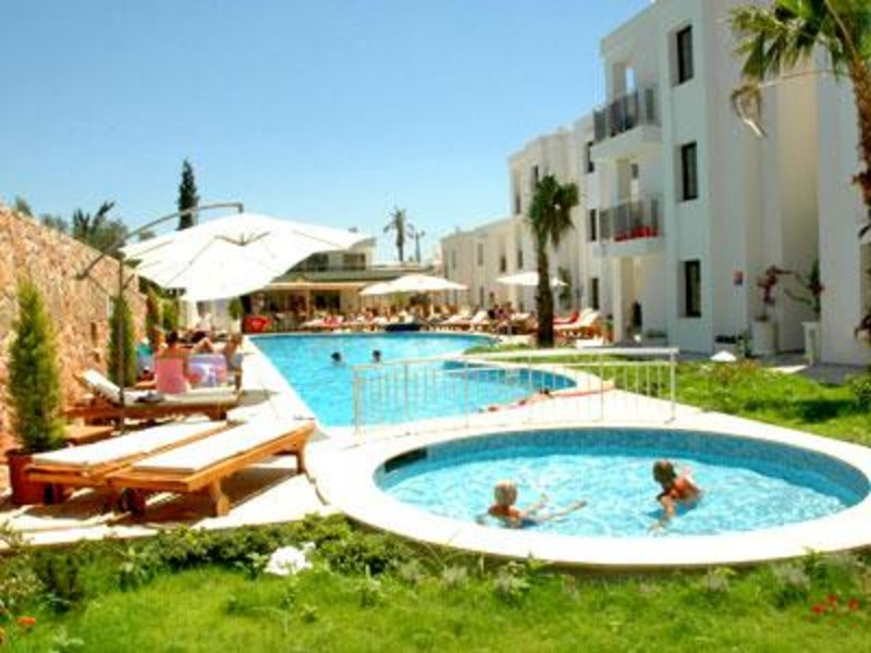 Costa Queen Resort Pool