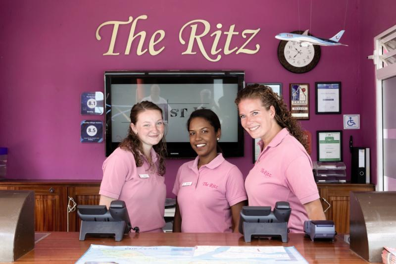 The Ritz Village Hotel  Personen