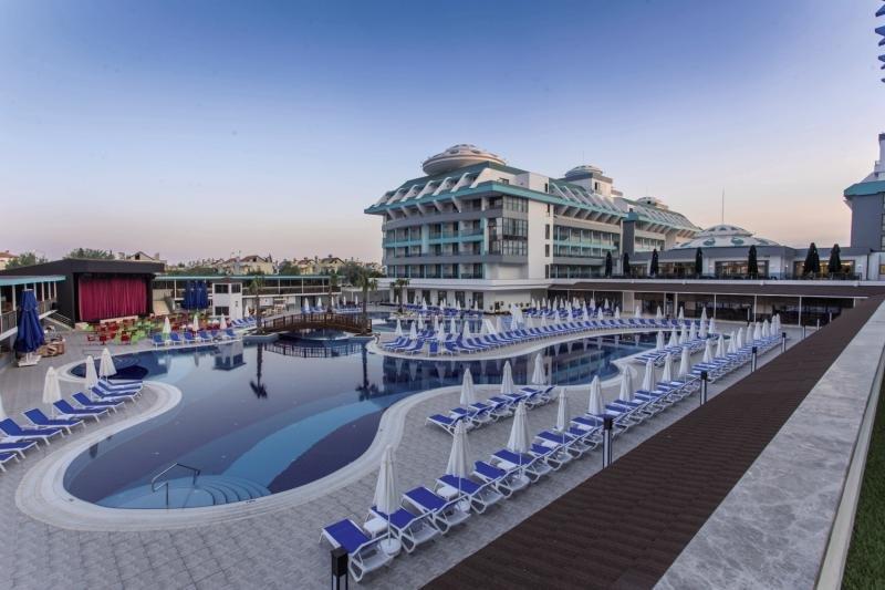 Sensitive Premium Resort & Spa Pool