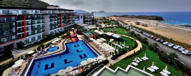 Ulu Resort Hotel Pool