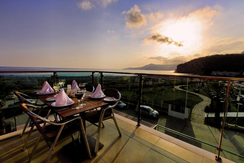 Ulu Resort Hotel Terrasse