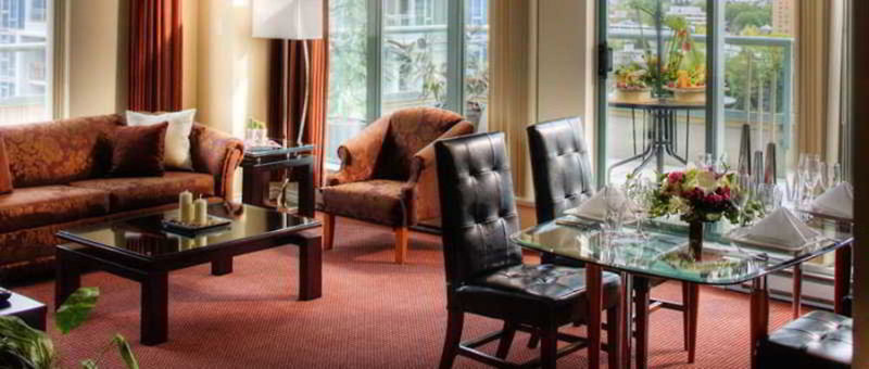 Executive Vancouver Airport Plaza Hotel & Conference Centre Restaurant