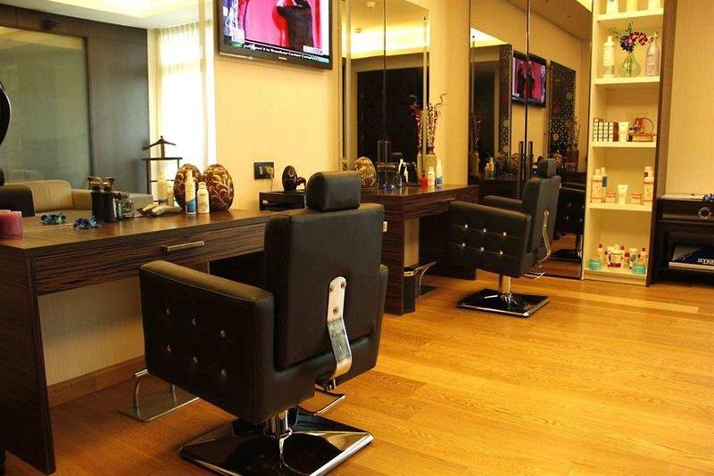 Fraser Suites New Delhi Bar